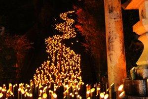 เทศกาลโคมไฟไม้ไผ่ Chikuraku แห่งทะเคะตะ