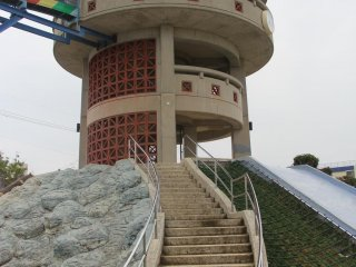 The slide begins from the thrid story of an observation tower that is elevated about five meters above the level of the rest of Manta Park