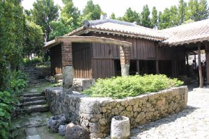 The well at Nakamura House backdropped by the Kachiku barn.