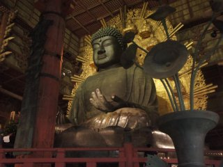 Another snap of the great buddha at night