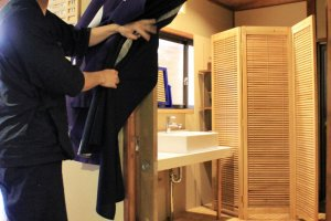 Shimizu-san shows you the way to the gent's bath