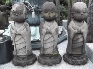Unfussy, charming little statues