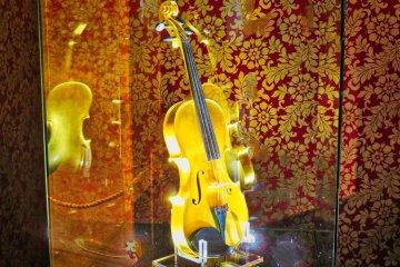 Золотая скрипка в Музее золота