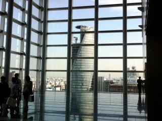 """رواق السماء """"ميكي"""" في برج ناجويا"""