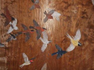 Красивые рисунки на деревянных дверях