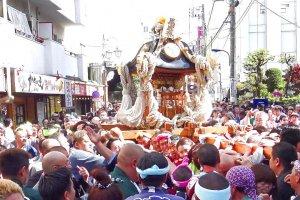 เทศกาล Akabane Baka