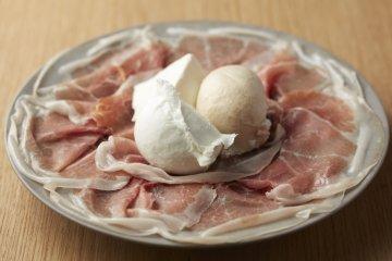 Assorted prosciutto, Buffalo mozzarella and ricotta (from ¥2900)