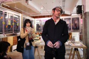 K-NARF explaining his 'Hatarakimono' exhibition