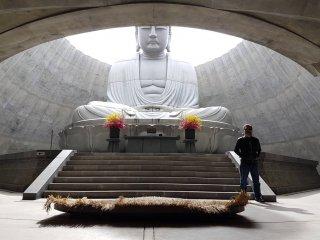 Hill of the Buddha จัดว่าเป็นงานออกแบบวิถีเซ็น เรียบง่าย แต่เต็มเปี่ยมไปด้วยแนวคิดและจิตวิญาน