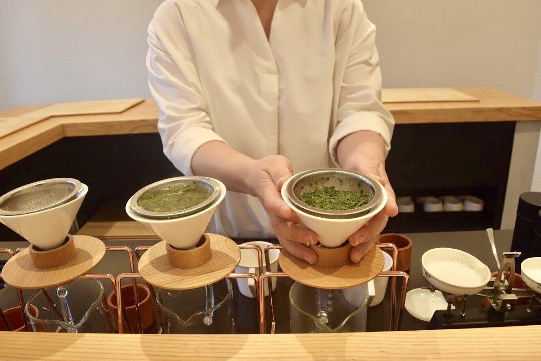 Смотреть на то, как заваривают чай, словно наблюдать за работой ученого