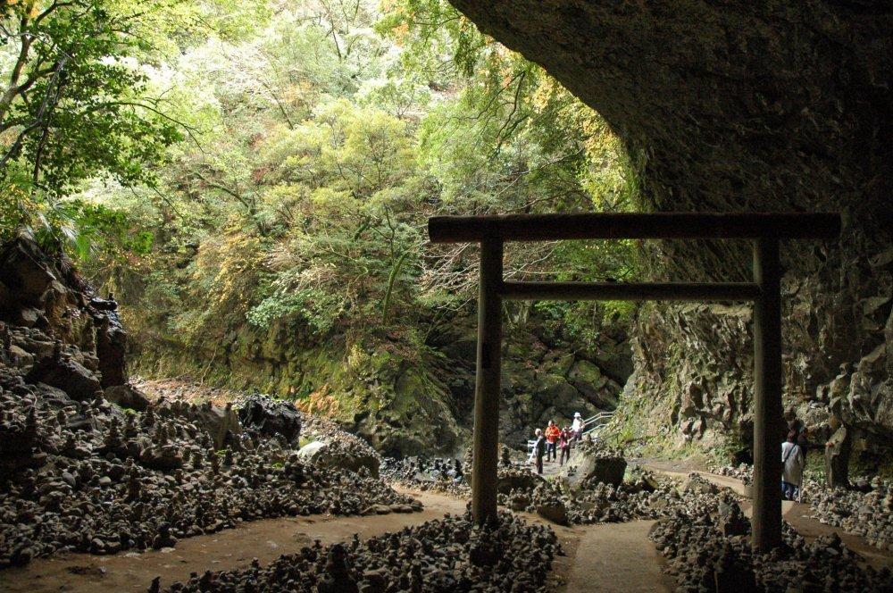 Пещера Амано Ясукавара в святилище Амано Ивато
