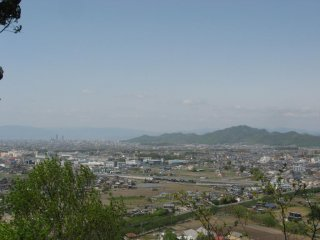 Mt. Kinka off to the right, two skyscrapers in downtown Gifu City off to the left, and the mountain range of Shiga Prefecture in the distance.