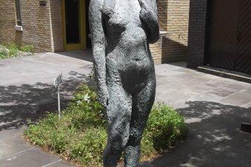 Sculpture at the Rokuzan Museum