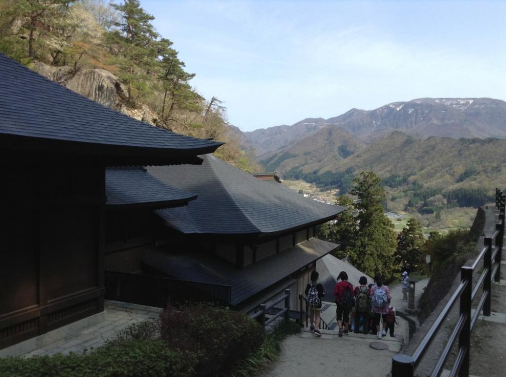 Here's a quick glance of what you could see as you progress through your hike. Temples and a great view of the valley.