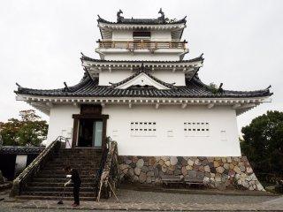 Реконструированная башня (внутри - небольшой музей)