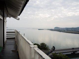 Вид на залив с верхнего этажа