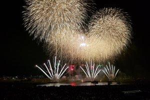Quang cảnh cuối tại lễ hội Pháo hoa Adachi