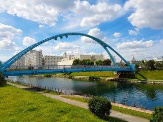 ในระหว่างทางเราเห็นสะพานข้ามแม่น้ำขนาดเล็กหลายสะพาน