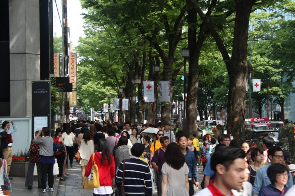 Going towards Cat Street by walking along Omotesando Street. Weekends are sure to be crowded, so avoid going if you dislike crowds. But I'd recommend going at least once just to people-watch.