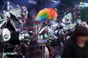 Роботы тоже любят вечеринки