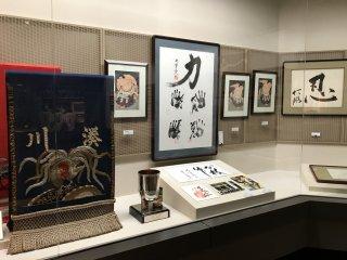 Có một loạt các kỷ vật thể thao được trưng bày, trong đó có cả môn thể thao quốc gia Nhật Bản sumo!