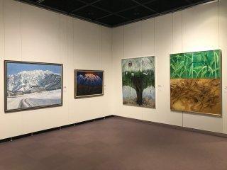Nhiều bức tranh mô tả phong cảnh địa phương - có rất nhiều cảnh tuyết để xem
