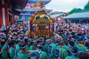Lifting the mikoshi at the Kanda