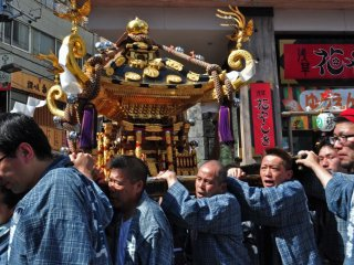 Residents carrying the mikoshi