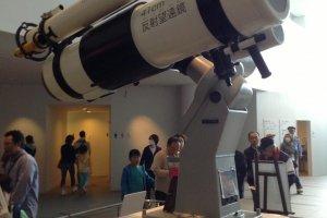 Когда на пороге тебя встречает космический телескоп, понимаешь: ты пришел по нужному адресу.