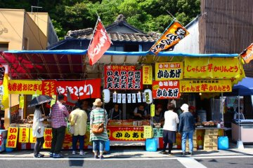 If all that shopping makes you hungry, there are also food stalls all along the street - so you can buy a snack and continue to browse!