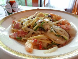 This entree is called Spaghetti Fisherman's Wharf from Wisteria Grill and is even more delicious with a touch of Tabasco sauce, ¥2,400