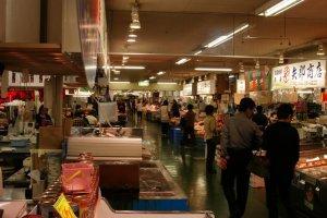Một khu chợ nổi tiếng với người dân địa phương