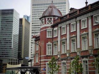 横から見た東京駅