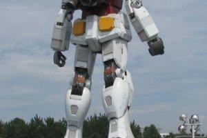"""A mega estátua de um """"transformer"""" em Odaiba"""