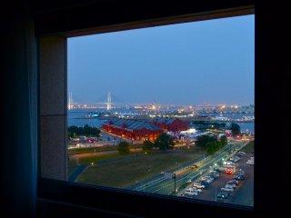 المنظر ليلاً من غرفتنا (أكا- رنجا ، بيير أوسانباشي، وجسر الخليج)