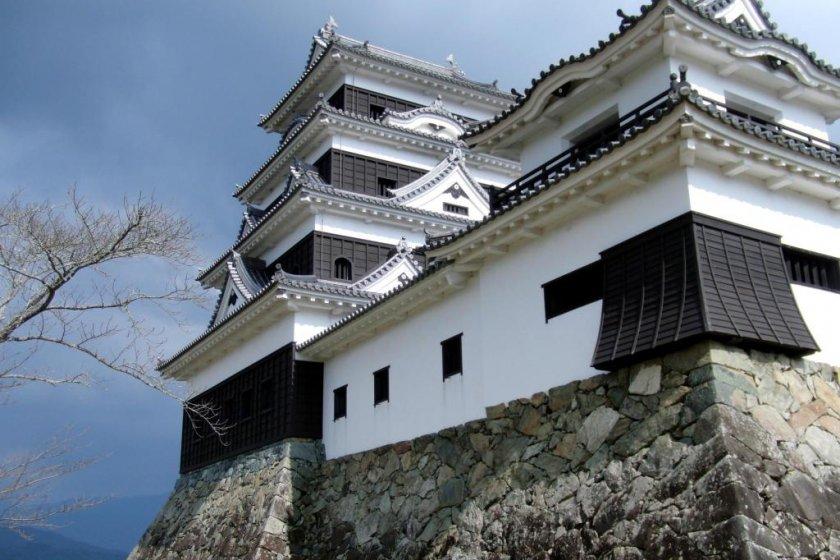 Ozu Castle