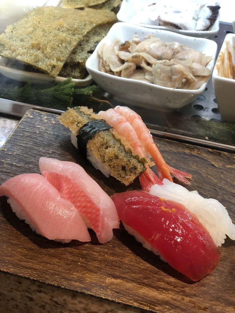 Sushi Cyoh in Tsukiji has a wide range of sushi available