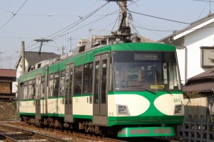 Tokyu Setagaya Line tram in action