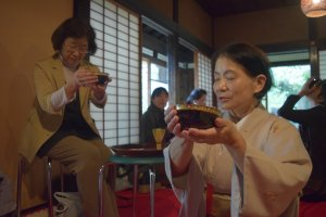 Giving thanks is an important part of the tea ceremony process