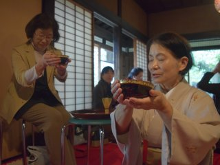Khen ngợi là một phần quan trọng trong quá trình nghi lễ trà đạo