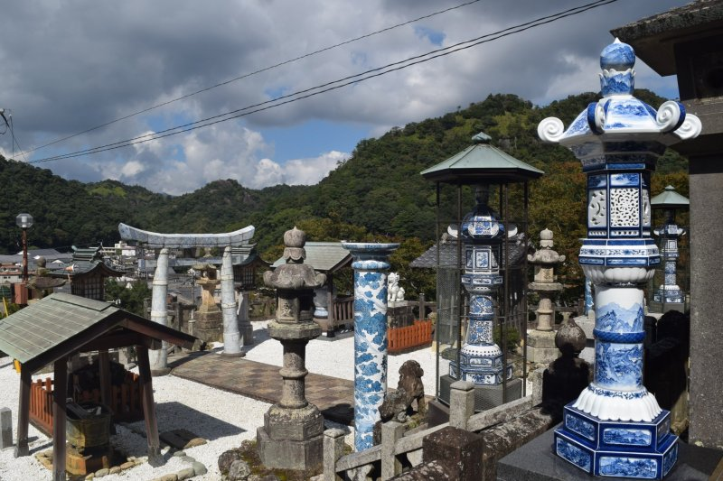 The striking blue and white of the pottery makes the shrine even more beautiful