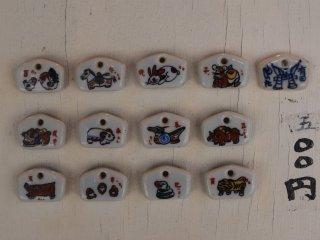 Những vật phẩm nhỏ bằng gốm mà bạn có thể mua tại đền
