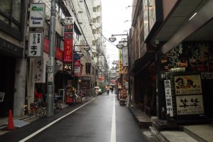With so many izakayas and eateries around, this street must be pretty lively after office hours.