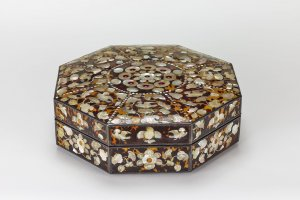 Octagonal Offering Box Decorated with Tortoiseshell and Mother-of-Pearl