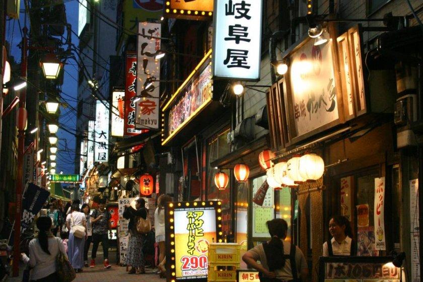 เดินชมซอยแห่งความทรงจำ ชินจูกุ โอโมอิเดะ โยโกะโช