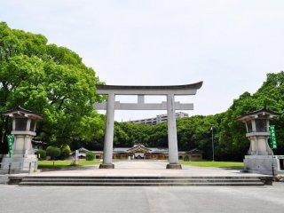 Một góc nhìn từ phía trước chùa.