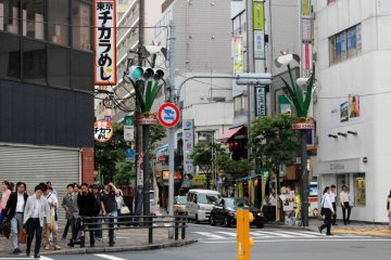 Directly across from Ebisu Station is Ebisunishi 1-chome street filled with small bars and restaurants.