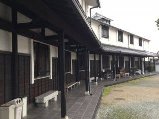 Located in a renovated sake brewery, listed in Tottori's Top 100 Most Beloved Buildings.