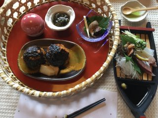 "Turban shell, tasty ""bakudan"" onigiri, assorted sashimi."