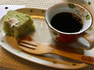 Mandheling coffee and komatsuna chiffon cake